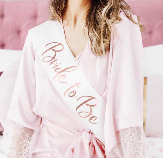 Šerpa 'Bride to Be' - Ružovozlatá