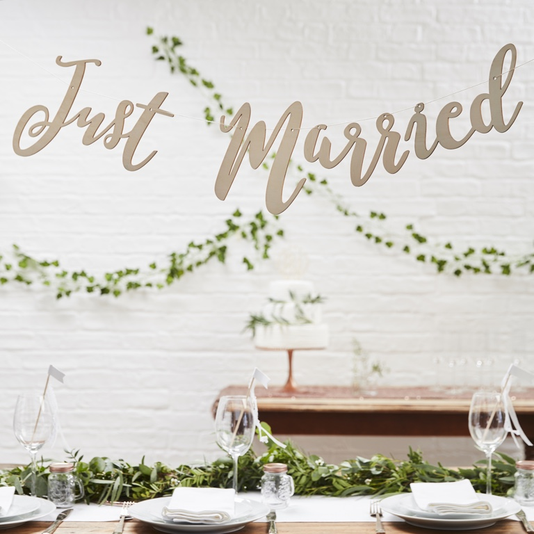 Drevená Girlanda - Just Married - Krásna Záhrada